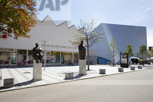 Austria, Lower Austria, Krems an der Donau, Entrance of Karikaturmuseum Krems with Landesgalerie Niederosterreich in background