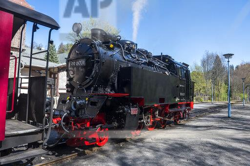 Germany, Saxony-Anhalt, Quedlinburg, Steam locomotive waiting at railroad station