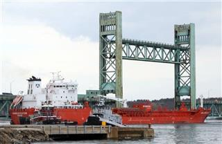 Tanker hits Sarah Long Bridge