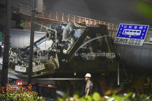 CHINA HANGZHOU FOOTBRIDGE KNOCKED OFF TRUCK