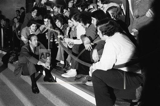 Watchf AP S   USA APHS280927 Pete Rozelle with Fans