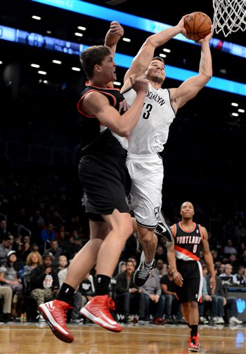Kris Humphries, Meyers Leonard