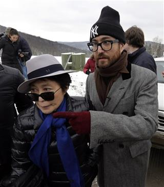 Sean Lennon, Yoko Ono