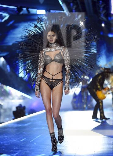 APTOPIX 2018 Victoria's Secret Fashion Show - Runway