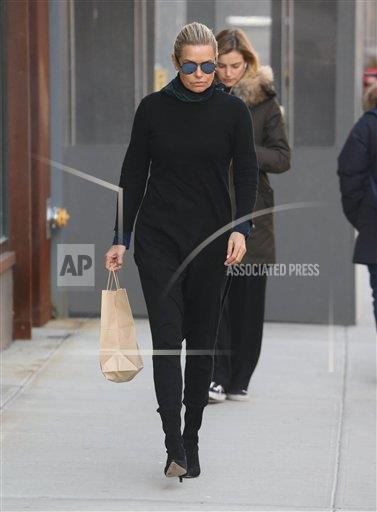 STRMX KGC-146/STAR MAX/IPx A ENT New York USA IPX Yolanda Hadid is seen in New York City - 2/13/18