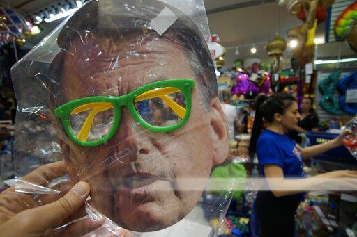 Brazil: masks with the image of former President Lula and current President Jair Bolsonaro