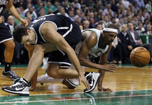 Kris Humphries, Paul Pierce