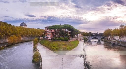 Italy, Rome, Panoramic view of Tiber Island and Ponte Cestio