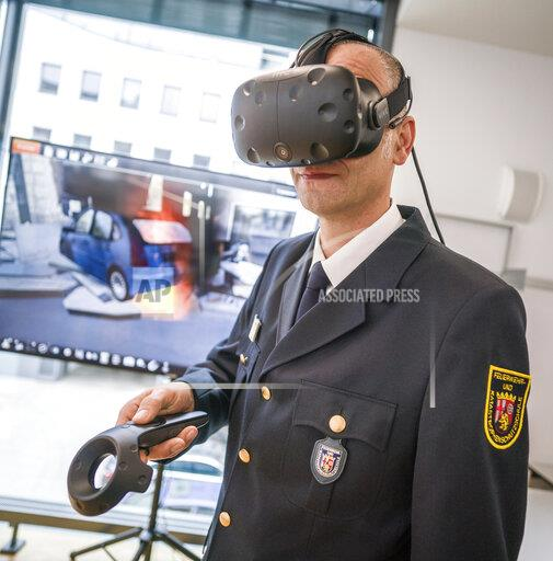 Fire brigade and police practice in virtual reality