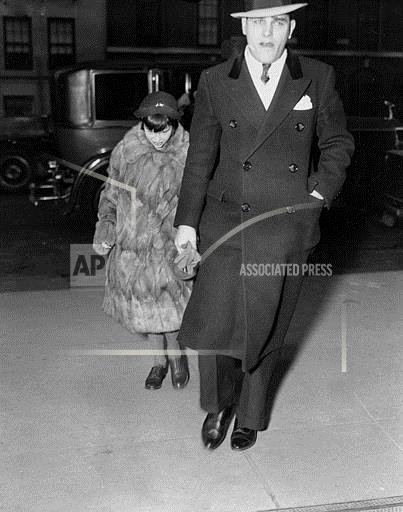 Associated Press Domestic News New York United States GLORIA VANDERBILT VISITS MOTHER
