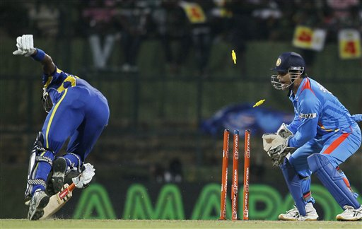 Angelo Mathews, Mahendra Singh Dhoni