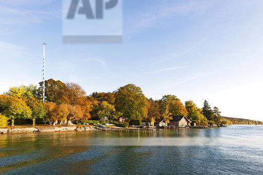 Germany, Bavaria, Lake Starnberg, near Ammerland, Fuenfseenland in autumn