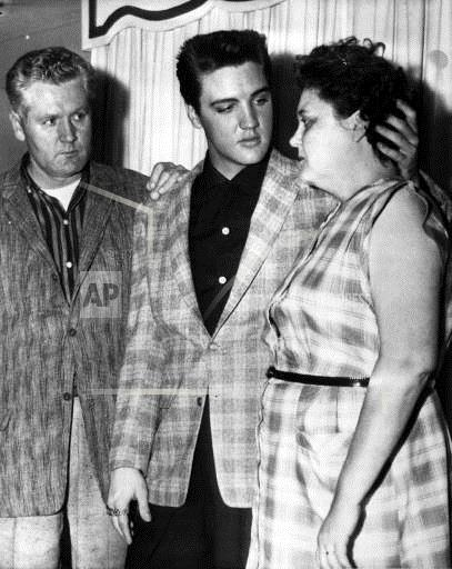 AP KU USA ELVIS PRESLEY,PARENTS