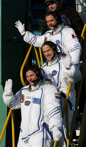 Thomas Marshburn, Roman Romanenko, Chris Hadfield.