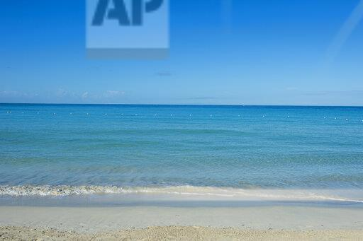 Jamaica, Montego bay, Turquoise water on a sandy beach