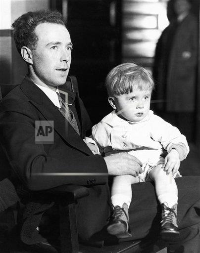 Watchf AP A  NY USA APHS259614 Lindbergh Baby Resemblance 1932