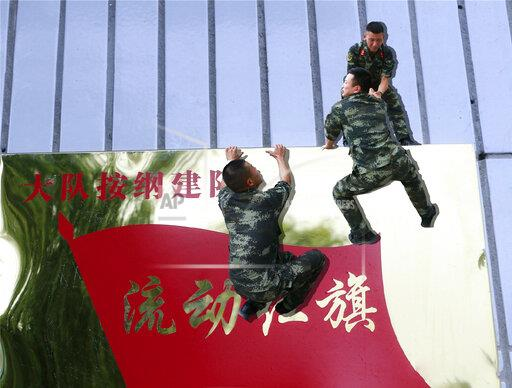 CHINA XINJIANG CREATIVE MILITARY DISCHARGE PHOTOS