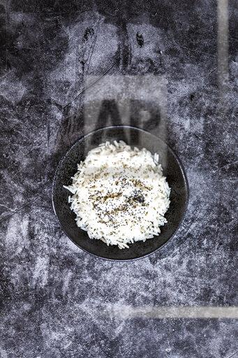 Rice in bowl, from above
