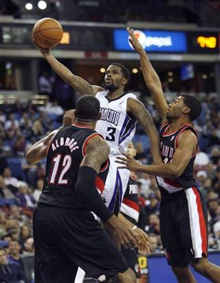 Aaron Brooks, LaMarcus Aldridge, Ronnie Price