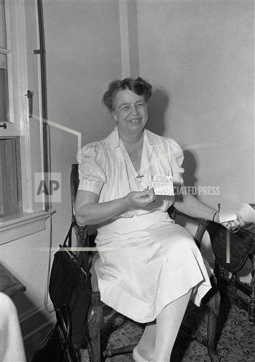Watchf AP A  FL USA APHS236297 Gas Rationing First Lady 1942