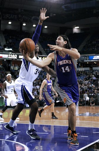 Jason Thompson, Luis Scola