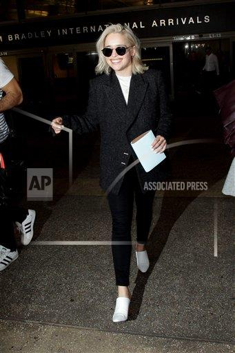 VNTGE Vantagenews.com/IPx A ENT  USA IPx Game of Thrones star Emilia Clarke is seen arriving at LAX Airport.