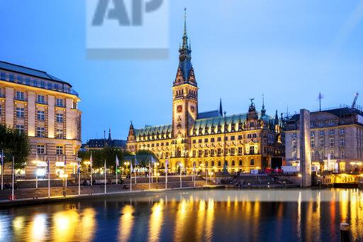 Germany, Hamburg, City Hall with Inner Alster Lake