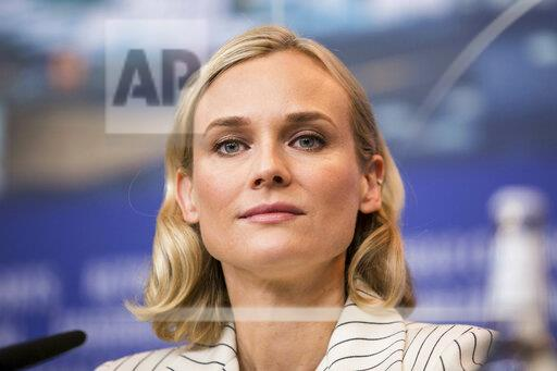 Diane Kruger at a photocall at the Berlin Film Festival - 2/10/1