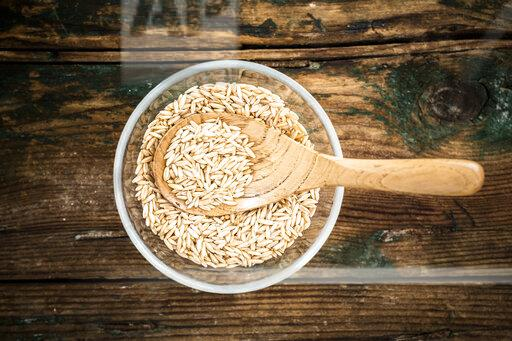 Oats in bowl, from above