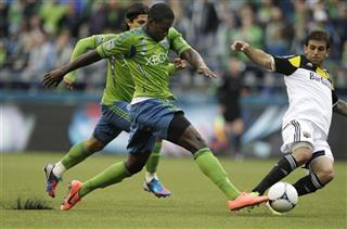 Eddie Johnson, Carlos Mendes