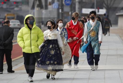 CORRECTION APTOPIX South Korea Virus Outbreak