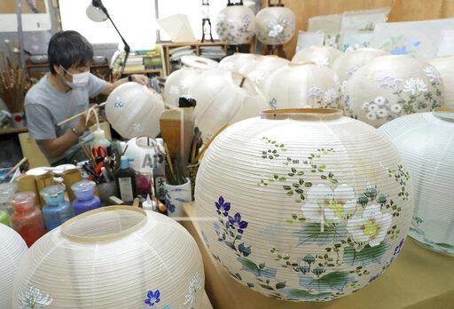 Gifu lanterns brings summer breeze