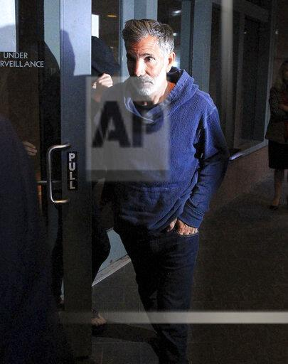 Mossimo Giannulli reports for 5-month prison sentence - 11/19/20