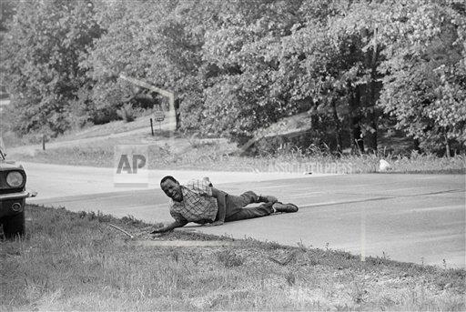 Watchf AP A  MS USA APHS102 James Meredith Shot Pulitzer 1967