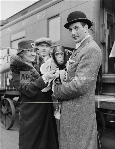Watchf AP A  CA USA APHS405099 Gary Cooper with mother