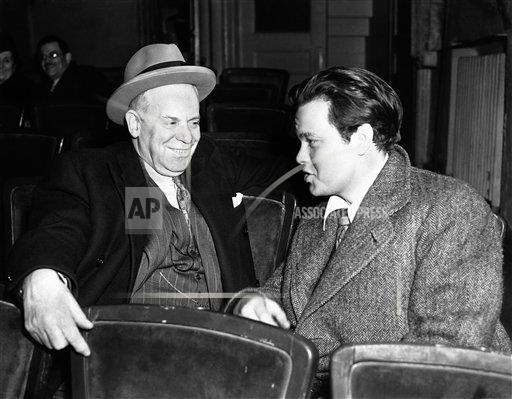 Watchf AP A   USA APHSL43744 USA Orson Welles with Charles Cochrane