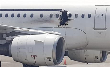 Video shows men giving suspected Somalia plane bomber laptop inside airport