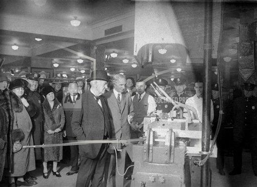 Watchf AP A  NY USA APHS427363 Thomas A. Edison and Henry Ford