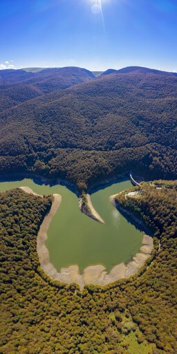Spain, Navarra, Irati Forest, scenic with reservoir