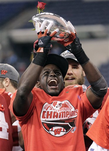 Montee Ball holds up the trophy after Wis