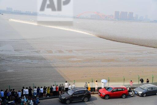 CHINA ZHEJIANG QIANTANG RIVER TIDE