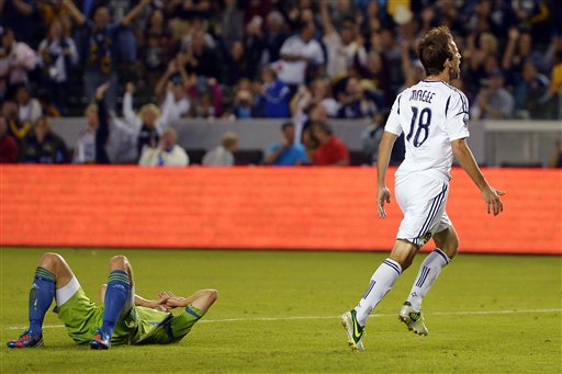 Mike Magee, Adam Johansson