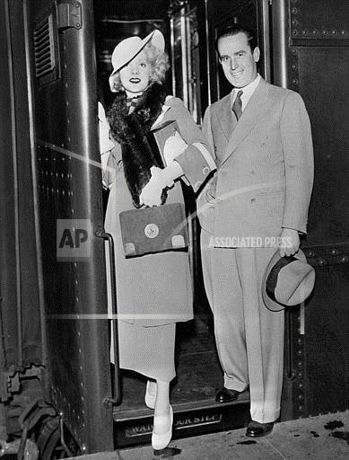 Associated Press Domestic News New York United States Entertainment ARRIVAL IN NEW YORK