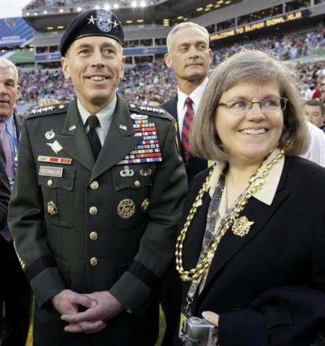 David Petraeus, Holly Petraeus