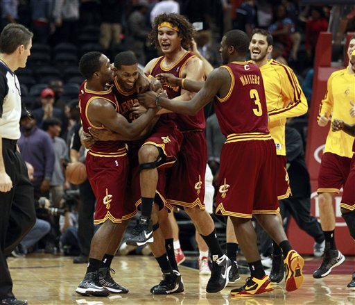 Jeremy Pargo (8), Alonzo Gee (33),  Anderson Varejao (17), Dion Waiters 