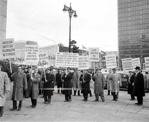 Watchf AP A  NY USA APHS389734 United Nations picket 1957