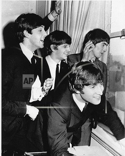 Associated Press Domestic News New York United States Entertainment, celebrities BEATLES WAVING TO FANS