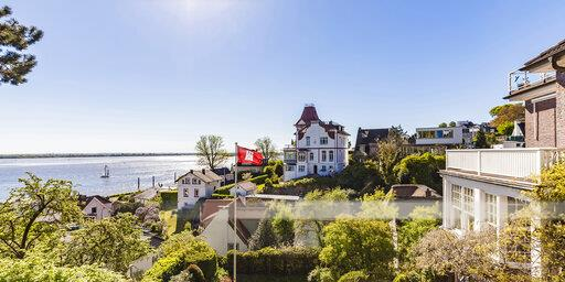 Germany, Hamburg, Blankenese, residential houses at the Elbe shore