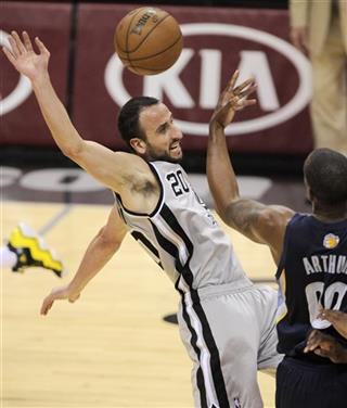 Darrell Arthur, Manu Ginobili