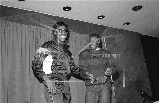 Watchf AP S  IL USA APHS246210 Eric Dickerson with Walter Payton Football Player News Conference e Gesturing
